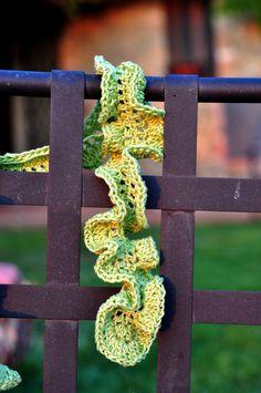 Aesthetic Nest: Crochet: Spring Frills Scarf (Tutorial)  Lots of crochet patterns