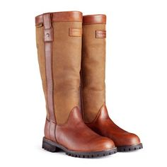 Hunter wellies, rain boots and accessories available at Country Attire. The latest wellington boot styles in stock with FREE DELIVERY*. Country Attire, Country Boots, Hunter Wellington Boots, Bootie Boots, Shoe Boots, Women's Shoes, Over Boots, Hunter Rain Boots, Kids Boots