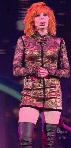 Mylène Farmer 💟 Women In Music, Beautiful Redhead, Mannequins, Concert, Farmer, Punk, Singer, Actresses, Costumes