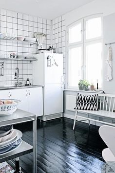How to Pull Off This Easy-to-Clean & Affordable Trend: Square White Tiles & Dark Grout | Apartment Therapy