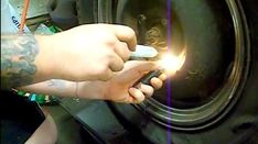 Les roues des voitures sont souvent très difficiles à enlever. Heureusement, voici un truc facile pour enlever un boulon rouillé ou coincé instantanément. Tout ce dont vous avez besoin, c'est d'une bougie et d'un briquet.  Découvrez l'astuce ici : http://www.comment-economiser.fr/comment-enlever-facile-boulon-rouille-ou-coince-roue-voiture.html?u&utm_content=buffer9ec19&utm_medium=social&utm_source=pinterest.com&utm_campaign=buffer