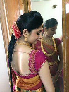 Wedding Saree Blouse Designs, Saree Wedding, Saree Jackets, Bridal Hairdo, Indian Silk Sarees, Blouse Neck, Latest Sarees, Work Blouse, Indian Girls