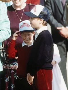 October 26, 1991: Prince Harry, his mother and brother go on a walkabout in Niagara Falls during the family's Canadian tour.(x)