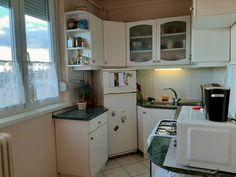 Budapest XXII. kerület Eladó Lakás Mézesfehér utca Budapest, Kitchen Cabinets, Home Decor, Decoration Home, Room Decor, Cabinets, Home Interior Design, Dressers, Home Decoration