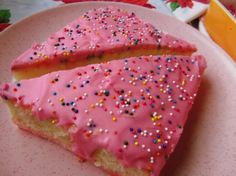 La Panadería's Mexican Pink Cake - Hispanic Kitchen My fav ❤️❤️ Mexican Bakery, Mexican Pastries, Mexican Sweet Breads, Mexican Bread, Mexican Dishes, Pudding Desserts, Sweet Desserts, Delicious Desserts, Party Desserts