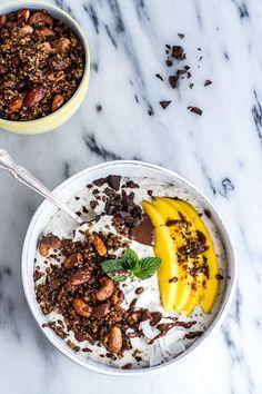 Coconut Banana Oats Smoothie Bowl with Crunchy Black Sesame Quinoa Cereal + Mango (Via @HBharvest)
