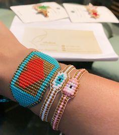 """26 Me gusta, 0 comentarios - Joyas Belmar (@joyasbelmar02) en Instagram: """"Combina tus manillas 💖 Recuerda que diseñamos y fabricamos a tu medida puedes mandar hacer tu…"""" Bangles, Bracelets, Handmade Jewelry, How To Make, Beautiful, Beauty, Fashion, Stud Earrings, Fabrics"""