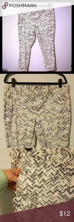 Nearly new GAP chevron dot ankle pants, sz 12 This is an awesome, abstract pair of khaki ankle pants from the GAP. Main color is ofd white, print is navy. Pattern is zig zags or chevrons composed of irregular spots. So fun!  Size 12, fit true to size. Hit right at ankle. Nearly new. No stains, rips, holes, or scuffs. Smoke free home. Bundle to save! Offers welcome!!! 🛒💰😀 GAP Pants Ankle & Cropped