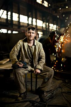 environmental portrait #welding #factory / nice lighting