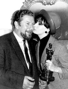 "Peter Ustinov receiving his Oscar for Best Supporting Actor in ""Topkapi"" from Audrey Hepburn Peter Ustinov, Academy Award Winners, Oscar Winners, Academy Awards, Hollywood Actor, Old Hollywood, Classic Actresses, Actors & Actresses, Santa Monica"