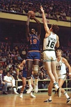 Willis Reed New York Knicks Boston Celtics Dave Cowens (Newport, KY) Don Nelson New York Basketball, Celtics Basketball, Basketball Legends, College Basketball, Basketball Players, Nba Stars, Sports Stars, Boston Celtics, Don Nelson