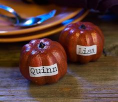 Thanksgiving Pumpkin Place-card Holders These little cuties will look perfect propped up on your table. Customize them with your guests Thanksgiving Cocktails, Hosting Thanksgiving, Thanksgiving Feast, Thanksgiving Decorations, Fall Decorations, Holidays Halloween, Halloween Crafts, Halloween Stuff, Scary Halloween