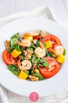 Sałatka z krewetkami i mango - elegancka sałatka z krewetek na obiad lub kolację, również na Walentynki. #przepis #przepisy #krewetki #mango #fit #przepisyfit #sałatka #sałatki #kolacja Fruit Recipes, Healthy Recipes, Le Diner, Caprese Salad, Kitchen Decor, Lunch, Fish, Savory Snacks, Diet