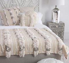 39 Ideas bedroom boho decor diy moroccan style for 2019 Moroccan Bedroom, Moroccan Interiors, Shabby Chic Quilts, Moroccan Wedding Blanket, Boho Dekor, Moroccan Style, Home And Deco, Trendy Bedroom, My New Room