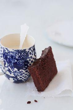 De vuelta a lo sencillo y para ello nada mejor que un delicioso pound cake de chocolate, un clásico en casa en todas sus variantes y uno de mis pasteles preferidos en la infancia, siempre recuerdo estos tipos de bizcochos en la cocina de mi madre. Ni que decir que el bizcocho de chocolate era […]