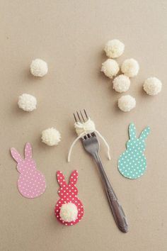 colorful Easter garland is so easy to make with scrapbook paper and yarn! This colorful Easter garland is so easy to make with scrapbook paper and yarn!This colorful Easter garland is so easy to make with scrapbook paper and yarn! Bunny Crafts, Easter Crafts For Kids, Diy For Kids, Children Crafts, Egg Crafts, Spring Crafts, Holiday Crafts, Easter Garland, Easter Centerpiece