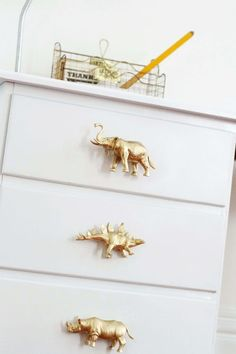 How To Make DIY Drawer Pulls from Just About Anything — Apartment Therapy Tuto. How To Make DIY Drawer Pulls from Just About Anything — Apartment Therapy Tuto… How To Make DIY Drawer Pulls from Just About Anything — Apartment Therapy Tutorials Diy For Men, Diy For Kids, Deco Kids, Diy Home Decor, Room Decor, Kid Decor, Diy Drawers, Apartment Therapy, Creation Deco