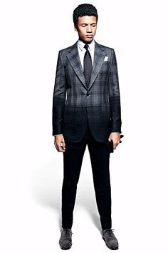 This ombre on plaid is fantastic - looks like a shadow falling across his body Alexander McQueen fall 2012 Sharp Dressed Man, Well Dressed Men, Fashion Show, Mens Fashion, Fashion Design, Fall Fashion, Style Fashion, Alexander Mcqueen, Pose