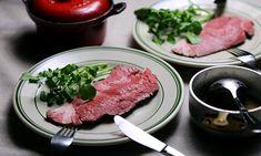 Anovaで低温調理がグッと身近に。お店顔負けの本格ローストビーフの作り方 | おうちごはん Steak, Food, Essen, Steaks, Meals, Yemek, Eten