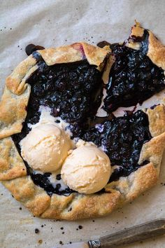 This summer blueberry galette is the easiest most versatile galette recipe ever! Make this for your summer picnics or next family gathering. Just Desserts, Delicious Desserts, Dessert Recipes, Apple Desserts, Gallette Recipe, Berry Galette Recipe, Traditional French Desserts, Blueberry Galette, Blueberry Recipes