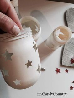 Creative Recycle: jars decorated for Christmas, Pot Mason Diy, Mason Jar Gifts, Mason Jar Candles, Bottle Painting, Bottle Art, Jar Crafts, Bottle Crafts, Decoupage Jars, Christmas Crafts