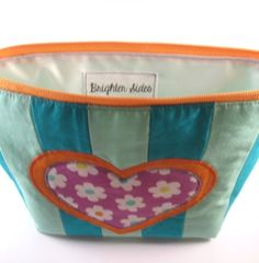 Bugs and Fishes by Lupin: Guest Post: Tutorial: Cosmetic Bag with Patchwork & Appliqué