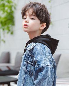 メイク メイク in 2020 Cute Asian Babies, Korean Babies, Cute Korean Boys, Asian Kids, Cute Babies, Cute Little Boys, Cute Baby Boy, Cute Boys, Baby Kids
