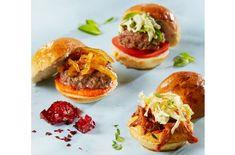 Hamburgere er perfekt festmat når den kommer i håndterlige størrelser. Lag sliders med lam, karamellisert løk, og pulled pork.