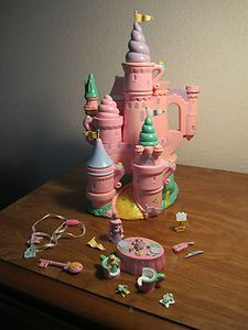 château Trendmaster (figurines taille Polly Pocket vintage, non articulées). Childhood Memories 90s, Childhood Toys, 90s Girl, Polly Pocket, Barbie, Good Ole, Ol Days, Love The 90s, My Love