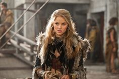 Still of Ellen Hollman in Spartacus: War of the Damned
