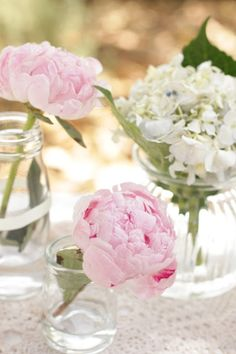 Planning A Wedding On A Budget. Simple and pretty! I would add some baby's breath