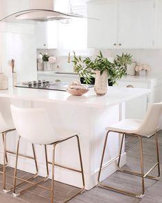 White Kitchen Stools, White Kitchen Counters, White Counter Stools, White Kitchen Island, Kitchen Island With Seating, Kitchen Counter Chairs, Modern Bar Stools, Best Bar Stools, Kitchen Island Stools With Backs