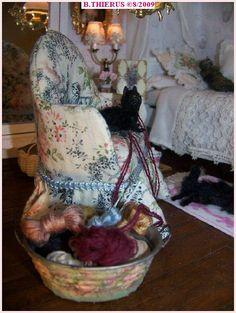 les chats et les pelotes de laine Shabby Chic, Dolls, Minis, Interiors, French, Crochet, Decor, Miniatures, Carpet Staircase