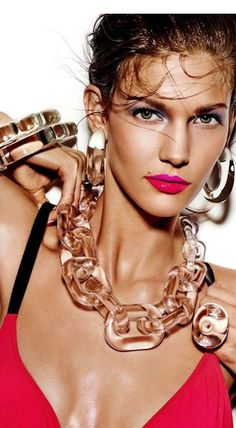 Omg that jewelry!!! To die for!!!!