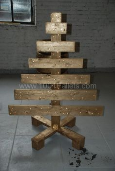 A workbench, sofa & Chritmas tree: all made from pallets | 1001 Pallets