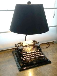 Repurposed vintage typewriter made into a table/desk lamp. Cool Lamps, Unique Lamps, Recycled Lamp, Rustic Table Lamps, Lamp Table, Desk Lamp, Table Desk, Vintage Typewriters, Tiffany Lamps
