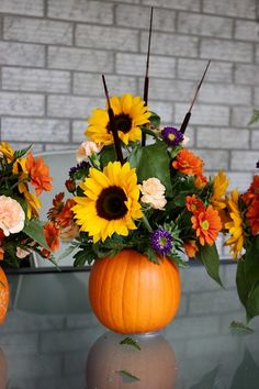 Pumpkin Flower Arrangement {Thanksgiving Centrepiece} Pumpkin Flower Vase — very detailed instructions are provided by Life At Cloverhill… abig help to those of us not comfortable with flower arranging. Pumpkin Arrangements, Fall Floral Arrangements, Pumpkin Centerpieces, Thanksgiving Centerpieces, Halloween Flower Arrangements, Centerpiece Ideas, Sunflower Arrangements, Vase Ideas, Centerpiece Flowers