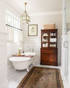 Highlighting 6 amazing bathrooms with free-standing tubs today on the blog! Head to Beckiowens.com for more images + details where to get them all! Design by Mandy Reeves Lincoln Barbour