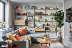 Маленький диван со спальным местом: идеальное решение для небольшой квартиры и обзор 65+ лучших моделей http://happymodern.ru/malenkij-divan-so-spalnym-mestom/ В интерьере гостиной, для дивана сделанного в выдержанных тонах, отлично подойдут яркие подушки, которые будут привносить цвета в дизайн помещения Смотри больше http://happymodern.ru/malenkij-divan-so-spalnym-mestom/