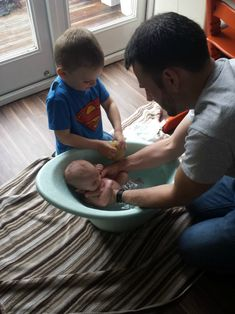 Shnuggle cosy baby bath (review) | It started with a Squish