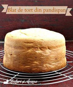 Cum sa faci cel mai simplu blat de tort din pandispan. Ai nevoie de doar 3 ingrediente de baza: oua, faina, zahar. In plus, putina sare si arome.