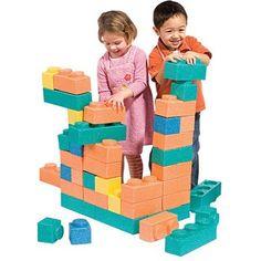 アメリカ発Chenille Kraftのゴリラブロック、66pk。1つ1つのブロックが約100kgの重さまで耐えられ、組み合わせもしっかりしているので想像力を働かせて全身を動かしてのブロック遊びができる。amazonで約32,500円。