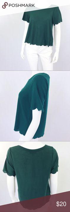 """TOPSHOP Size 4 Hunter Green Scalloped Hem Crop Top TOPSHOP Womens Size 4 Hunter Green Scalloped Hem Short Sleeve Crop Top Shirt Bust 18.5"""" Length 20"""" Topshop Tops Crop Tops"""