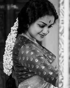 Keerthi Suresh as Mahanati Savitri latest photos Indian Photoshoot, Saree Photoshoot, Beautiful Girl Indian, Most Beautiful Indian Actress, Girl Photo Poses, Girl Poses, Indian Film Actress, Indian Actresses, Saree Poses