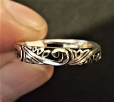 Sterling Silver petite swirl band ring #WorldSterlings #Band