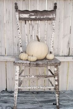 Lovely Shabby Chippy Chair and White Pumpkins ~ My kind of halloween decor! Seasonal Decor, Holiday Decor, Family Holiday, Christmas Decor, Home Decoracion, Old Chairs, Old Wooden Chairs, Happy Fall Y'all, Happy Monday