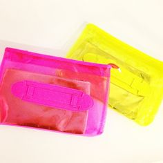 Arm candy #sneakpeek Clear Plastic Bags, Sacks, Dress Codes, Continental Wallet, Lust, Arm, Vintage Fashion, Candy, Clothing