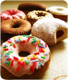 Felt Desserts: Donuts and Filled Pastry