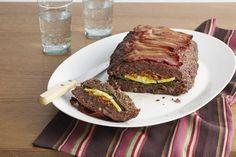 Pastel de carne relleno al horno con galletas de soda trituradas