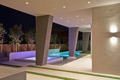 Modern Las Vegas Home 15/30 - Pool and Pillars by Quardt, via Flickr